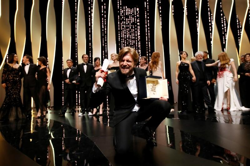 """70th Cannes Film Festival - Closing ceremony - Cannes, France. 28/05/2017. Director Ruben Ostlund , Palme d'Or award winner for his film """"The Square"""", reacts. REUTERS/Stephane Mahe - RTX3805F"""
